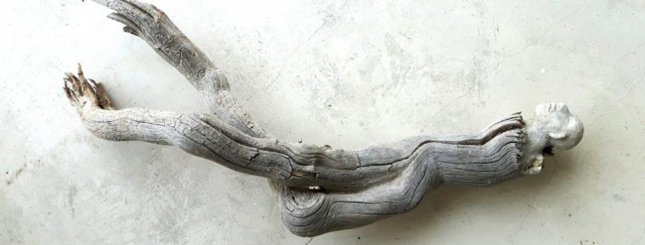 Éthérée no 2 (2017) bois, argile, ciment, peinture (38 x 36 x 34 cm)